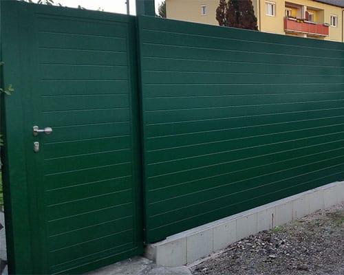Horizontální plaňkový plot